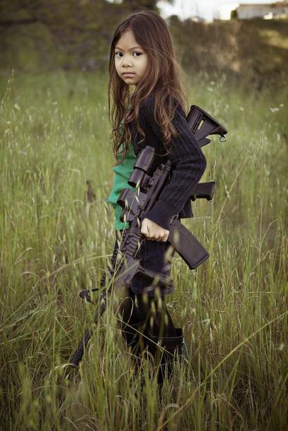 Yuliana tiene 5 años y pelo moreno con una media melena que se deja caer...