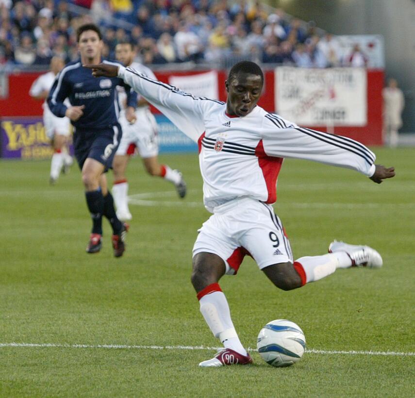 Futbolistas que debutaron como profesionales antes de los 16 años Adu.jpg