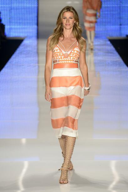 Una vez más Gisele aparece en el Fashion Week de Sao Paulo.