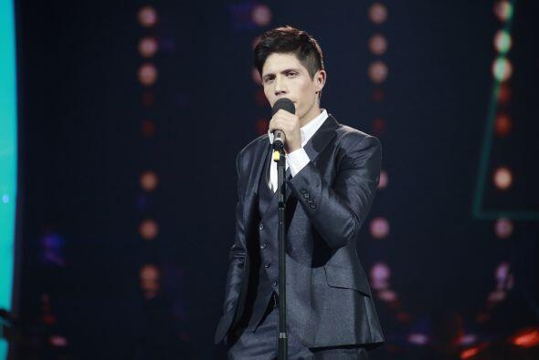 Y de inmediato, Jen lo puso a cantar en la competencia, contra Víctor Ro...