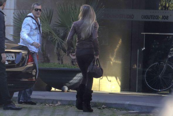 El actor y su novia fueron captados por los paparazzi en España.