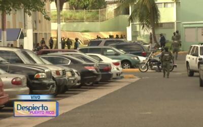 La Policía de Puerto Rico lleva a cabo un operativo en el residencial El...