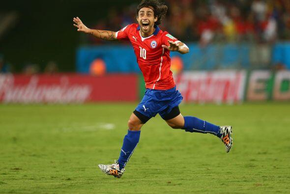 Dos minutos más tarde del primer gol de Chile, Valdivia marcó el segundo...