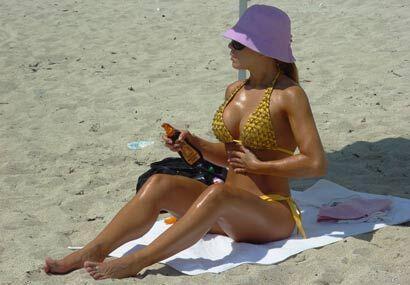 Esta vez en la playa, tomando un poco de sol.