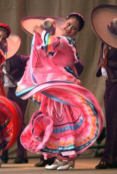 No olvides que los trajes típicos mexicanos siempre deben ir acompañados...