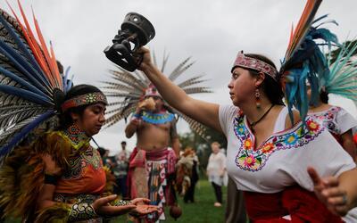Un grupo celebró este lunes a los pueblos indígenas en Nue...