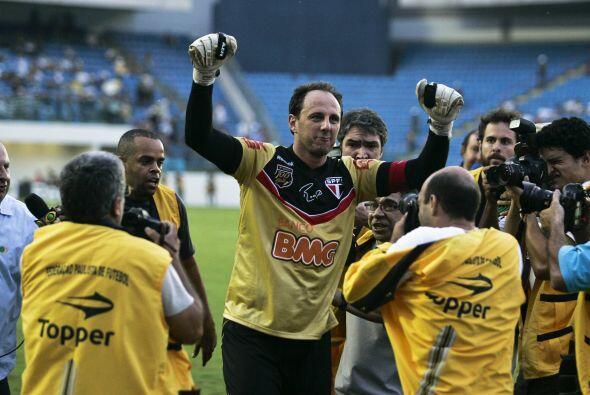 El grandote Rogerio Ceni hizo historia en Brasil, cumplió mil partidos d...
