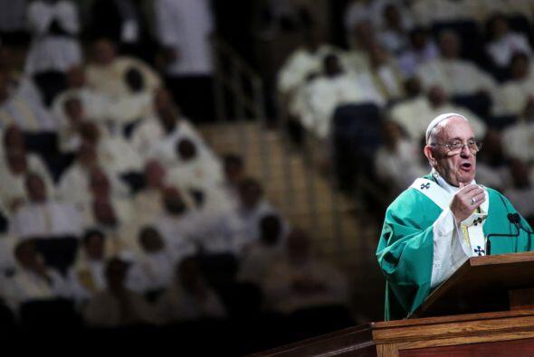 La multitudinaria misa en el Madison Square Garden.