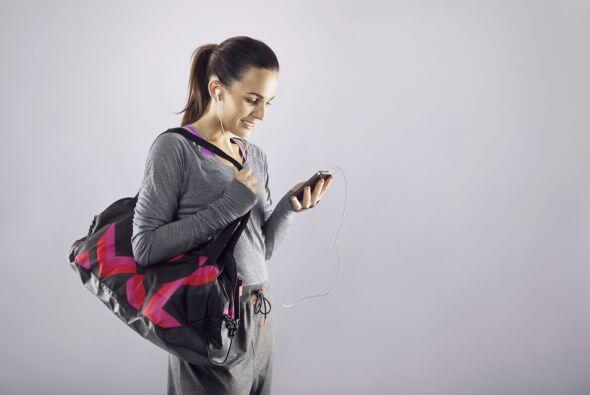 Por último no dejes tu celular en tu bolsa, ni te lo lleves mientras te...