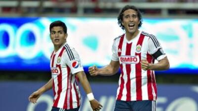 Jesús Sánchez y Aldo De Nigris, de Chivas.