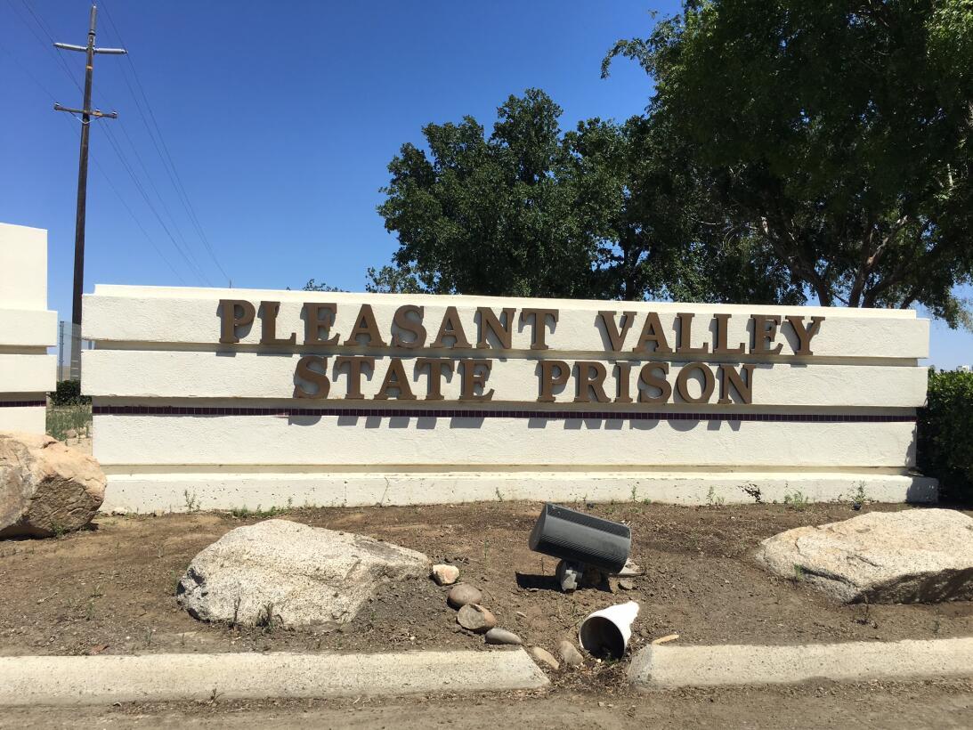 Acceso de la cárcel Pleasant Valley, en el norte de California, donde Da...