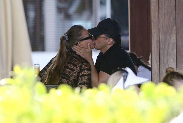 Su beso fue apasionado y larguísimo.