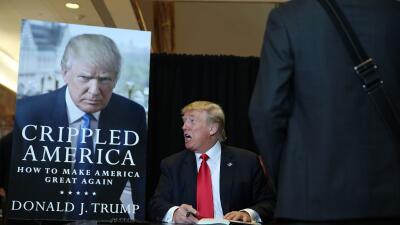 Opinión: El show molesto de Donald Trump GettyImages-Trump-Book.jpg