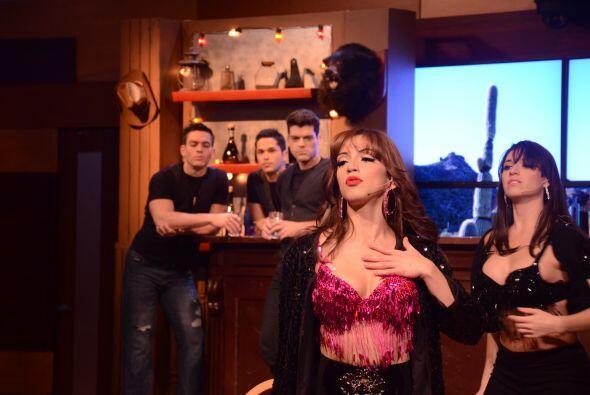 Laura cantó con mucho sentimiento y se preparó para dar un buen espectác...