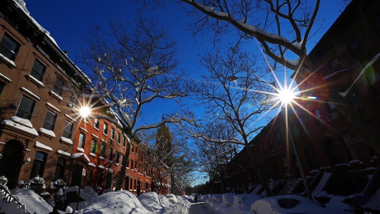Nueva York amaneció con sol y cielo azul.
