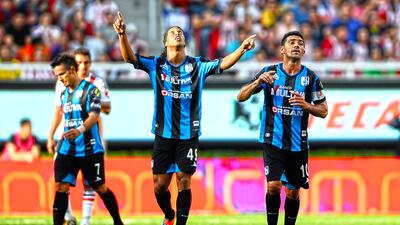 Chivas 1-4 Querétaro: De la mano de Ronaldinho, Gallos 'bailó' a Chivas