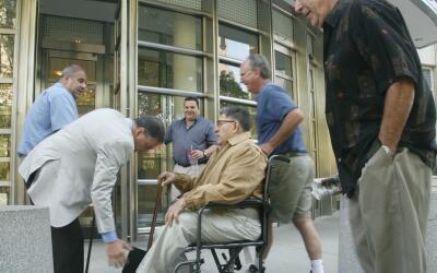 "John ""Sonny"" Franzese, trasladado en silla de ruedas a una cor..."