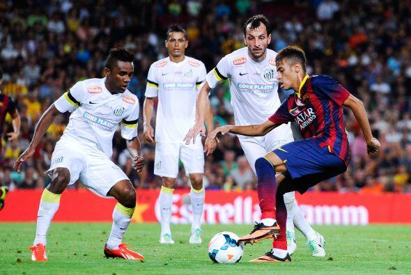 Ya en el campo, el Barcelona enfrentó al Santos de Brasil en una fiesta...