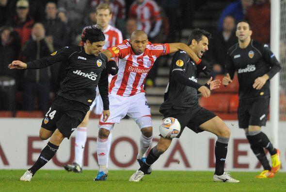El Stoke buscó de toda forma ir por el empate, pero la defensa valencian...