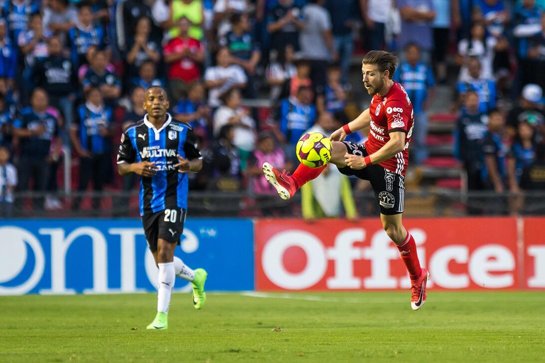 Los Xolos liquidaron a los Gallos en el Estadio Corregidora Paul Arriola...