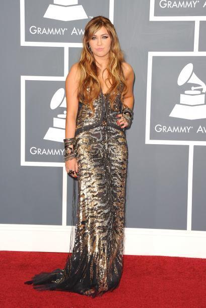 Recordamos que en 2011, Miley Cyrus solía ser una mujercita recatada y c...