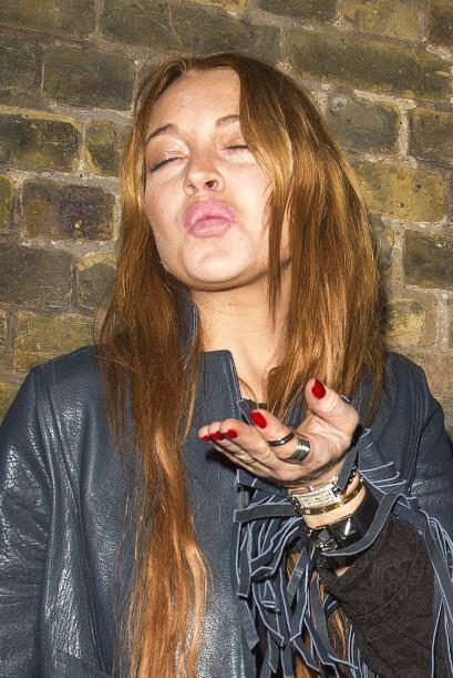 """Lo que Lindsay tiene en la nariz no es un """"moquito"""".Mira aquí lo último..."""