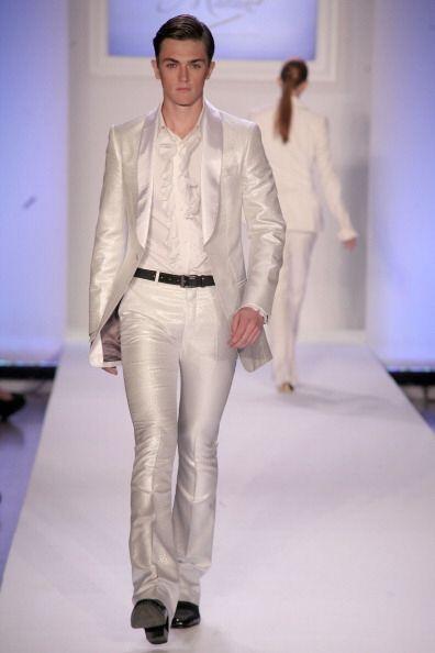 No sólo las mujeres pueden llevar el 'total white' y lucir al último gri...