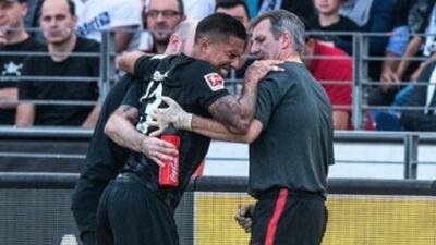 Carlos Salcedo fuera de actividad de dos a tres meses; su lesión más seria de lo esperado