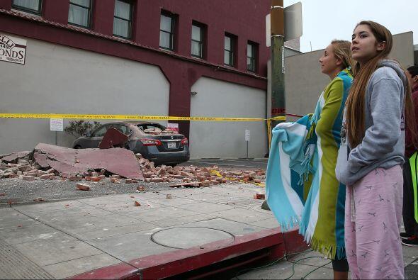 Según las autoridades, al menos quince edificios quedaron totalmente inh...