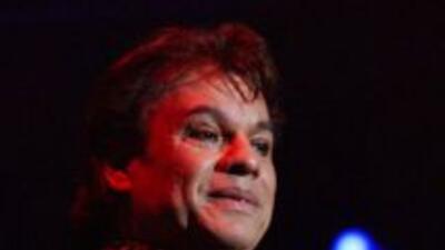 Eso sí, el cantautor no recarga su imagen con exceso de elementos, más b...