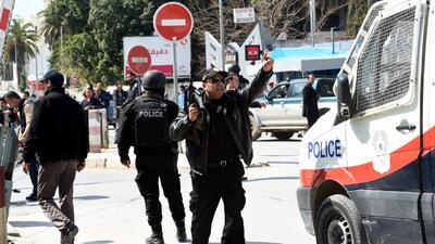 Momento en el que los rehenes escapaban en Túnez