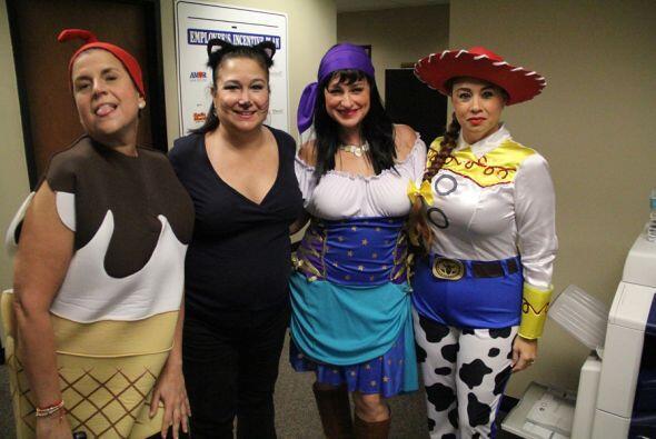 Mira como celebramos Halloween al estilo de Univision Radio, entre pollo...