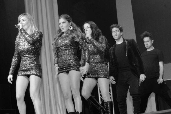 El grupo OV7 se presento en el Olympic Theaterofreciendo un concierto c...