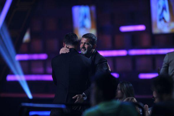 ¿Qué tal las palmaditas de Antonio Banderas a Ricky Martin ahí donde la...