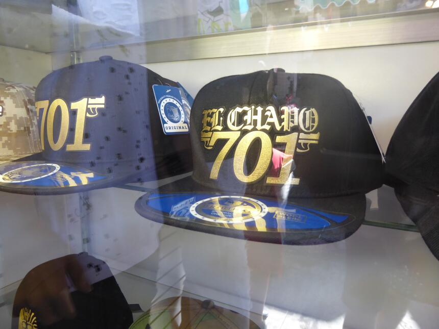 """En una tienda de los Callejones la gorra más popular tiene la frase """"El..."""
