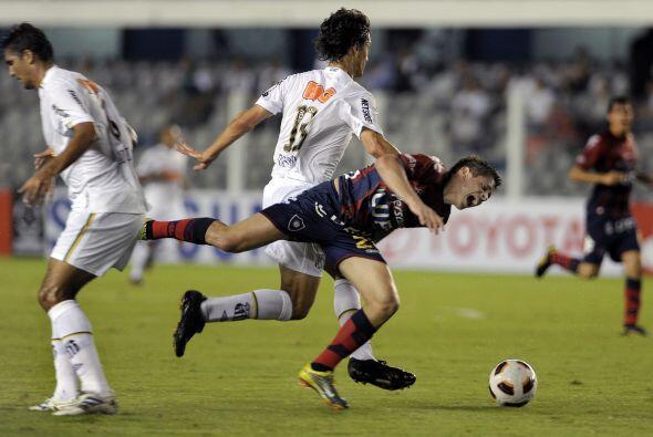 Cerro Porteño regresó a casa con un importante punto y el liderazgo en e...