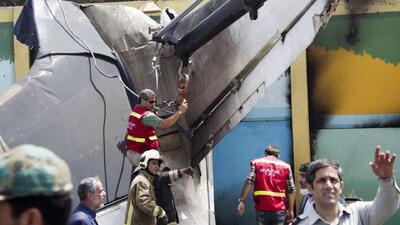 Un avión se estrelló en Irán y deja varios muertos y heridos