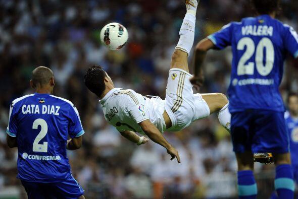 De patadas voladoras también sabe Cristiano Ronaldo. No se lo pierdan.