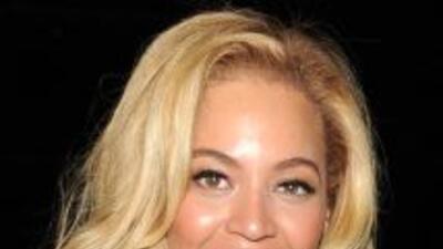 Beyoncé, después de aclarar el tono de su piel, se pintó el rostro como...