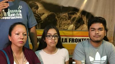 Guadalupe García acompañada de sus dos hijos horas despu&e...