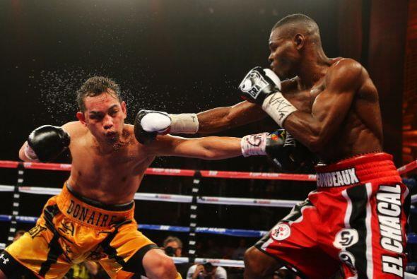 El 'Chacal' dio una clase de boxeo, dominó la contienda aún a pesar de c...