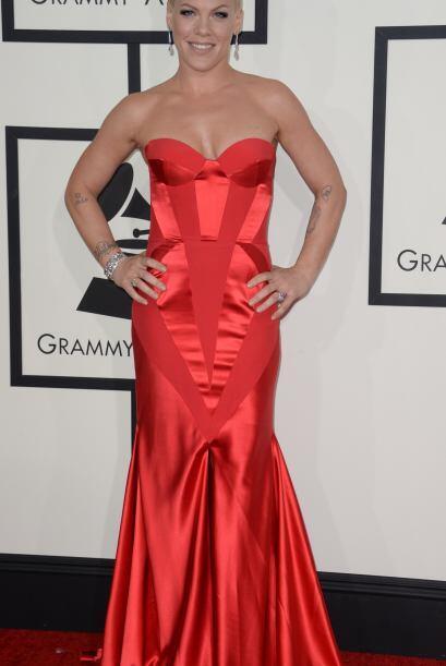 De las más sexys de la noche fue Pink, Su vestido Johanna Johnson fue un...