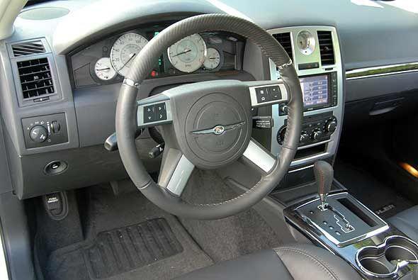 El interior es elegante brindando lo último en tecnología y equipamiento.