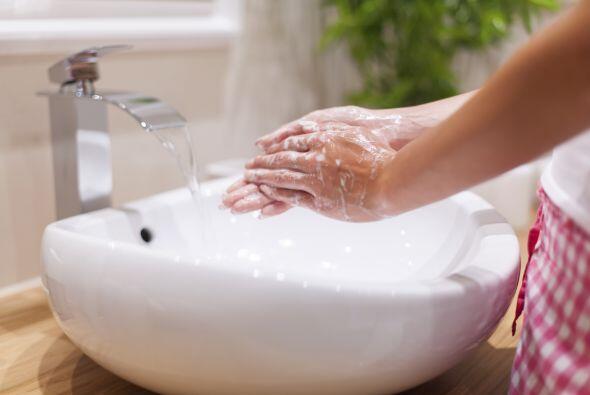 Lavan sus manos. Seguramente no lo haces tanto como deberías. Sobre todo...