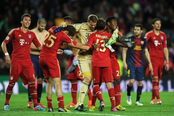 Todo lo contrario a la fiesta del Bayern, que ahora continuaba con feste...