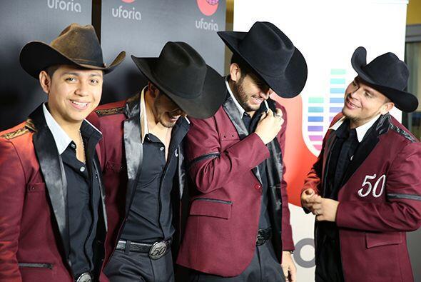 Eden Muñoz (vocalista y acordeón), Armando Ramos (guitarrista y vocalist...