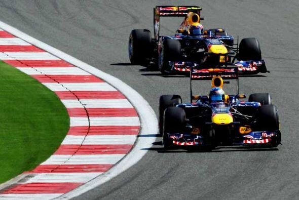 Y así marcharon hasta la meta para lograr el primer 1-2 de Red Bull en l...