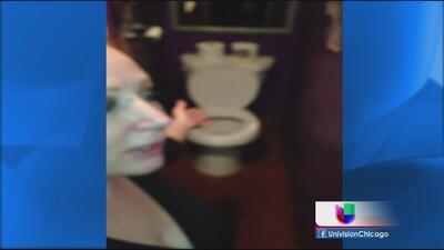 Polémica por hallazgo de espejo en baño de un bar en Berwyn
