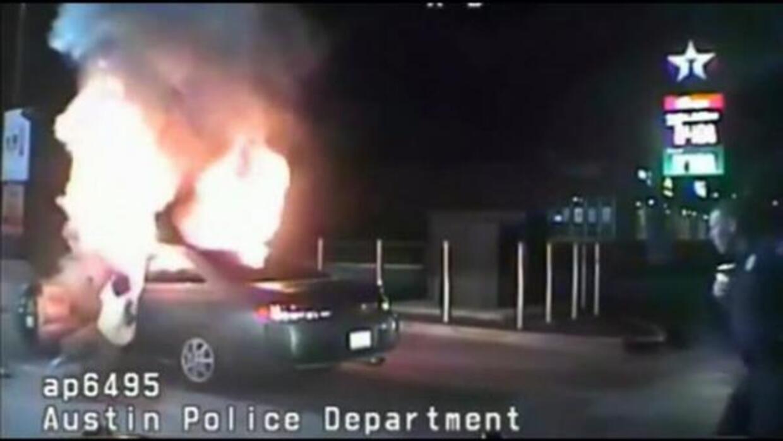 Hombre se intenta inmolar en su auto