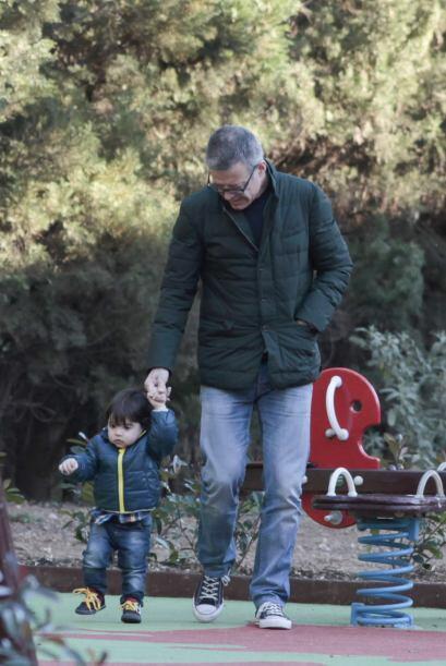 También Milan presumió sus primeros pasos al lado de su abuelo. Mira aqu...